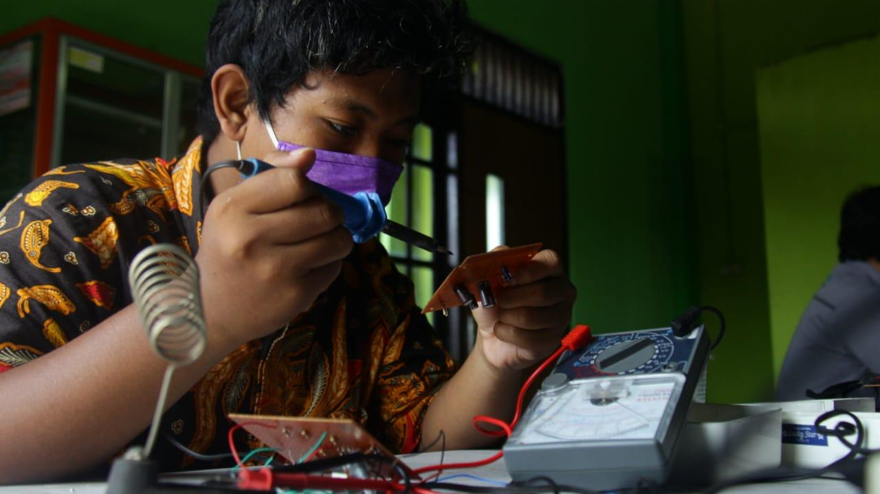 """Eco-Friendly Business"" ala LKP Sugeng Elektronik"